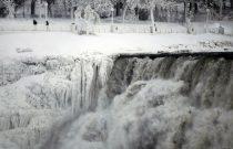 Buz Tutan Niagara Şelalesi'nden Disney Filmlerini Andıran Görüntüler
