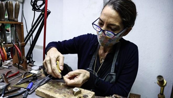 Sabahattin Ali'nin 'sadelik felsefesi' torunu İdil Laslo'nun tasarımlarında hayat buluyor